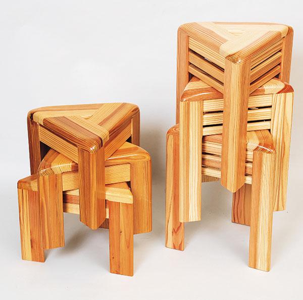 木製三角椅子