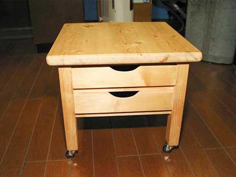 チェストとして使用できる木製の椅子