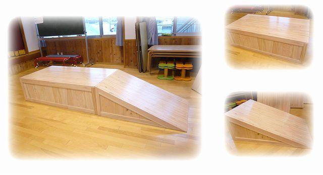 木製すべり台 【ヒノキ材】 ※ヒノキ材は特注扱いになります。 すべり面と、舞台の2つからなるシンプルデザインです。 (すべり面 w850×H44.5×D120  舞台 w850×H44.5×D155)