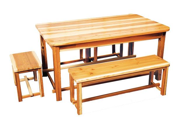 木の香りテーブル
